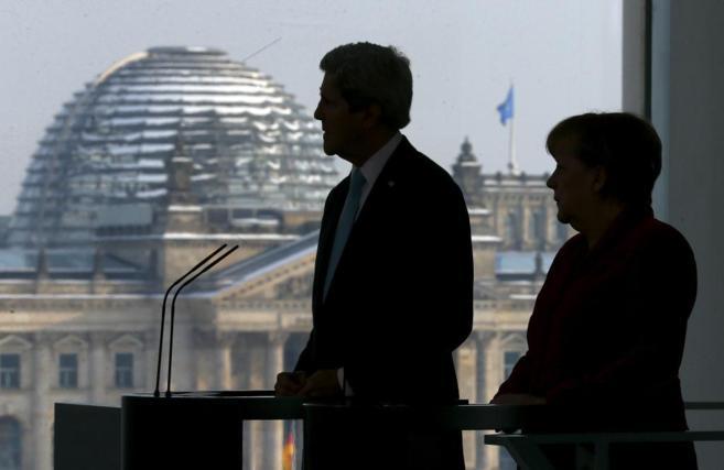 La canciller alemana, Angela Merkel, y el jefe de la diplomacia de...