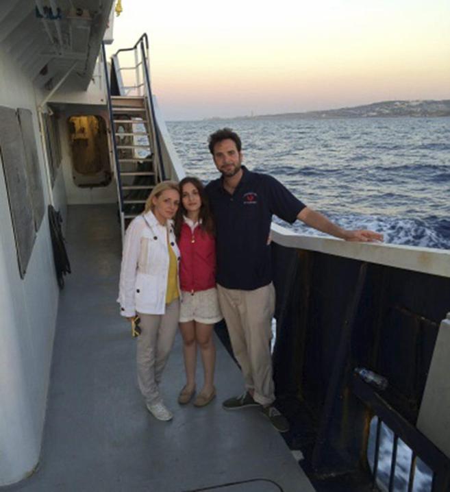 El matrimonio Catrambone, con su hija.