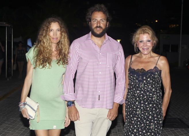 Blanca Cuesta, Borja y Tita Thyssen, hace unos días en Ibiza.
