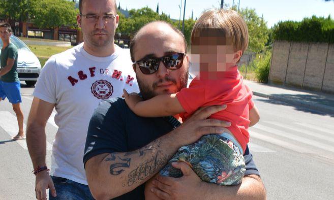 Kiko Rivera con su hijo Francisco durante uno de sus permisos
