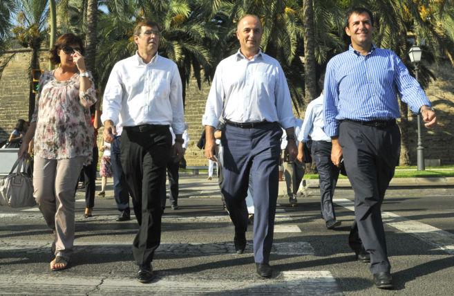Armengol y Antich con el ex ministro de Industria Sebastián -derecha-...