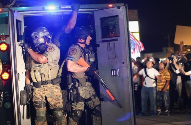 Fuerte despliegue policial ante las protestas raciales en Ferguson,...