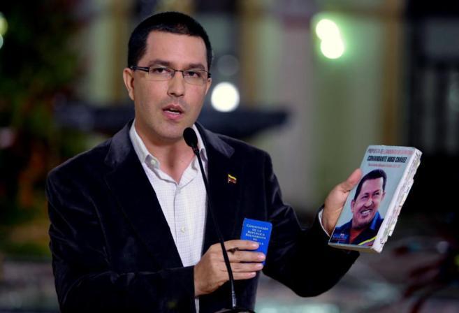 Jorge Arreaza explica la decisión tomada por los ministros...