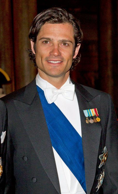 Carlos Felipe de Suecia (35). Ocupa el tercer lugar en la línea de...