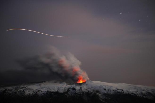 Volcán Eyjafjallajökull en Islandia en erupción