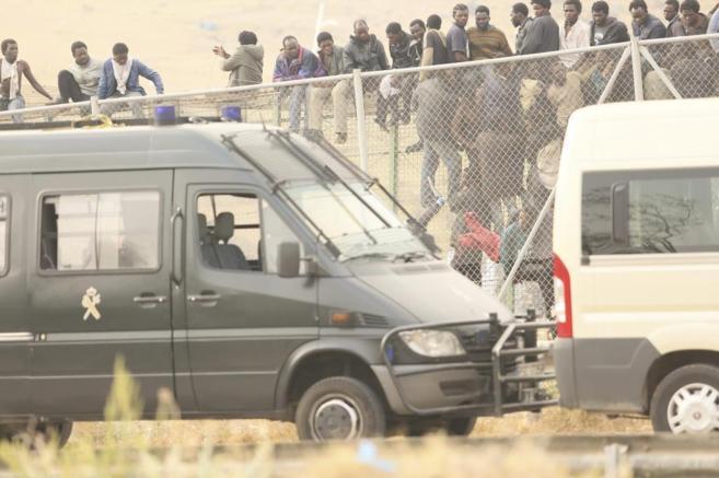 Salto de la valla de Melilla por inmigrantes
