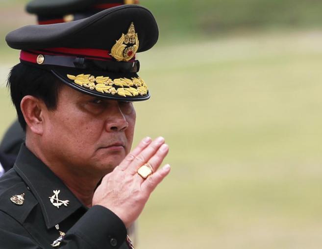 Prayuth Chan-ocha durante su visita al 2º Batallón de Infantería en...