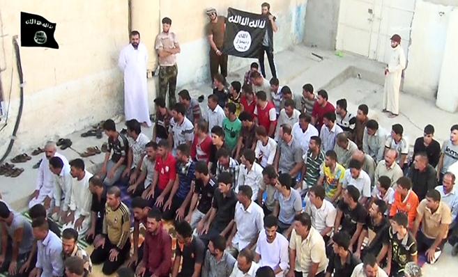 Imágenes del IS que recogen un ritual de conversión de miembros de...