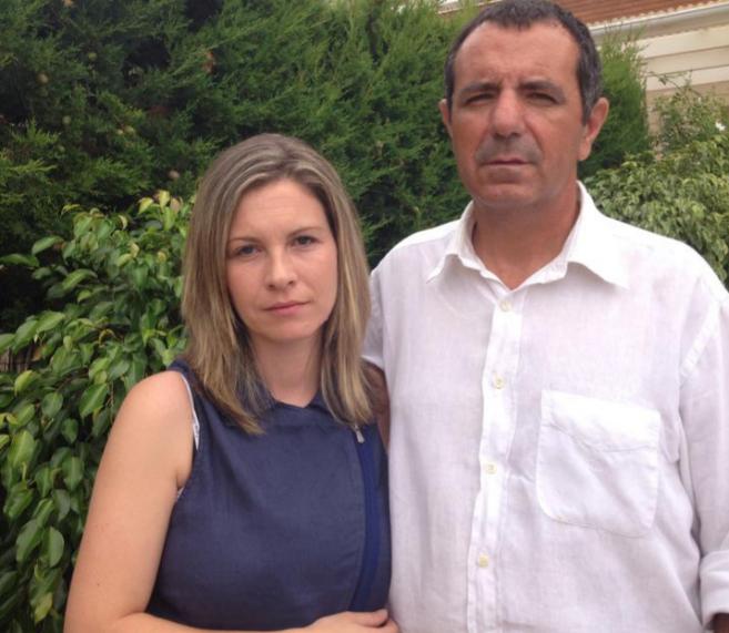 El paciente y su esposa, tras conocer la noticia.
