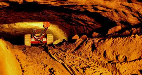 Uno de los robots 'guía' en los túneles de la excavación.