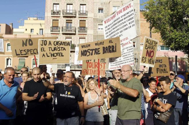 Vecinos de la Barceloneta protestando en la manifestación del sábado