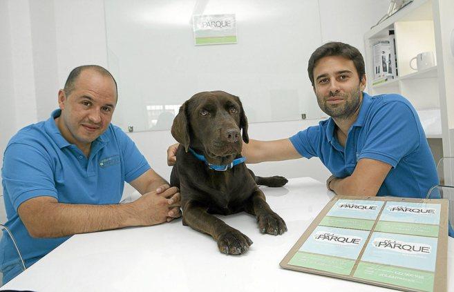 Los dueños de El Club del Parque, Carlos Tabasco (i.) y Carlos...