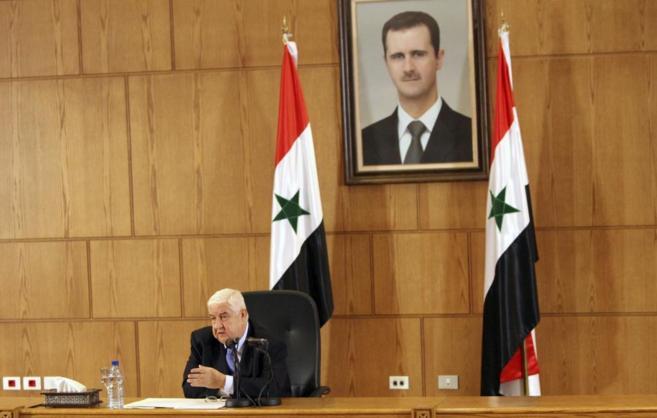 El ministro de Asuntos Exteriores sirio, Walid al Mualem, se dirige a...