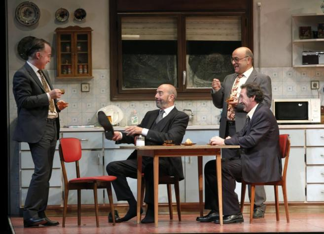 Los actores de 'Jugadores' en el ensayo general de la obra