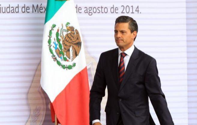 Enrique Peña Nieto durante  la ceremonia de abanderamiento de la...
