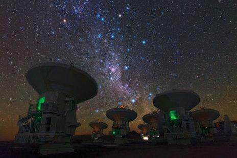 El Sur de la Vía Láctea sobre ALMA.