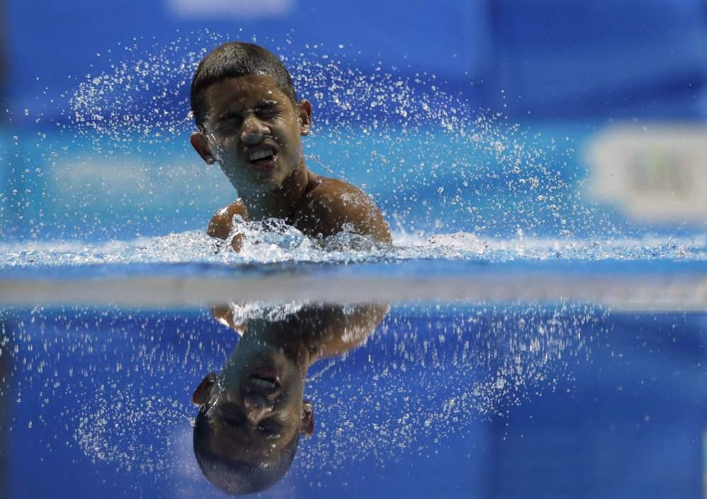 Un atleta se prepara durante los juegosjuveniles de Nanjing, en la...