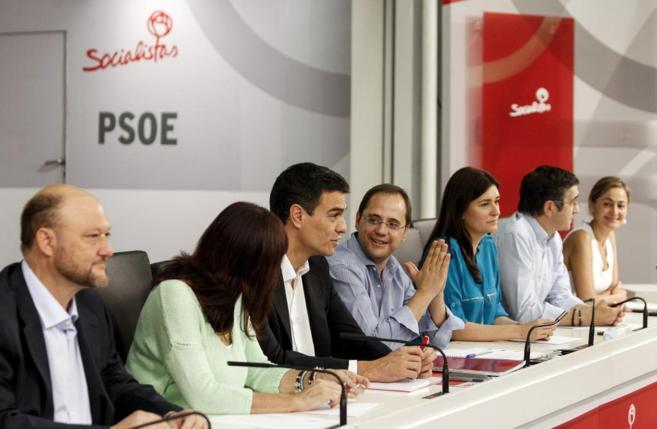 Antonio Pradas (primero por la izq.), en la reunión de la Ejecutiva...