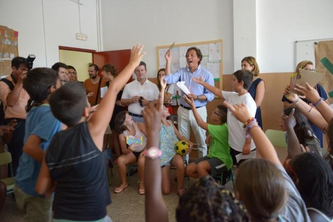 visita del alcalde de Palma Mateo Isern al colegio Gabriel Bauza y...
