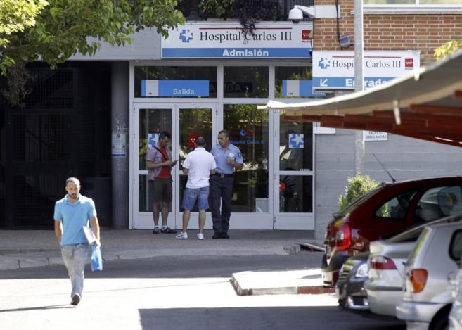 Entrada del Hospital Carlos III de Madrid, donde permanecía ingresada...