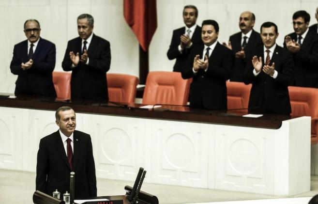 El flamante presidente turco, Recep Tayyip Erdogan, en su ceremonia de...
