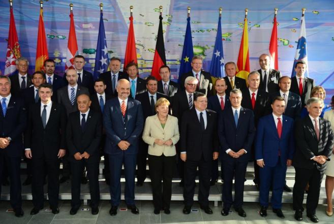 Foto de familia de la conferencia internacional sobre Balcanes...