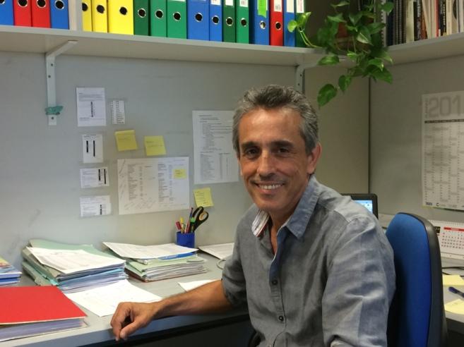 Pedro Anda es el coordinador de alertas del centro que analiza las...