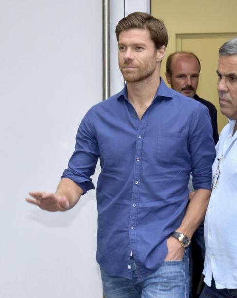 Alonso, a su salida del centro donde pasó el examen médico.