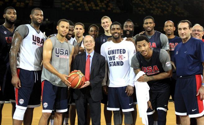 El alcalde de Bilbao, Ibon Areso, con la selección de Estados Unidos...