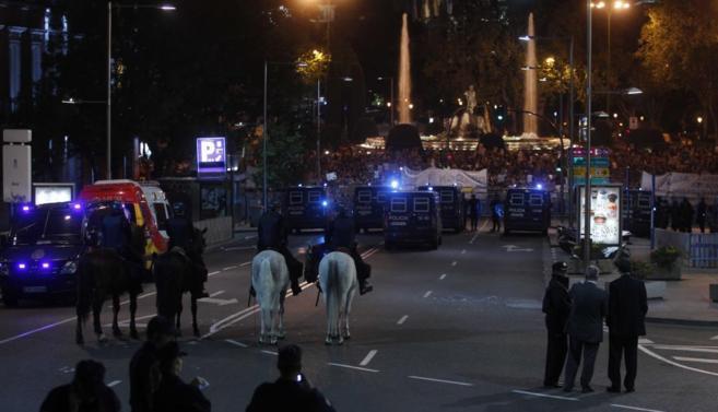 La Policía custodia el Congreso de los Diputados en el Rodea el...