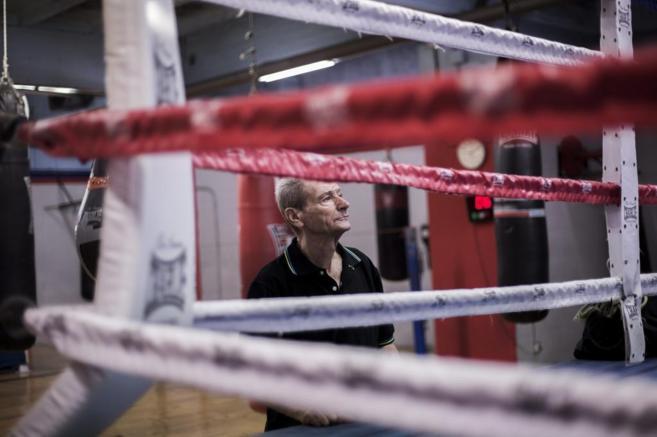 Manolo del Río, veterano entrenador de boxeo, durante una sesión,...