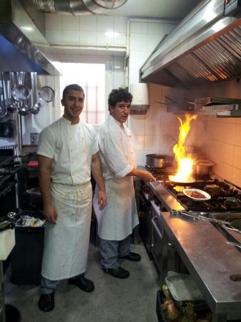 Mohamed El Haddadi, a la derecha, fue jefe de cocina del chef...