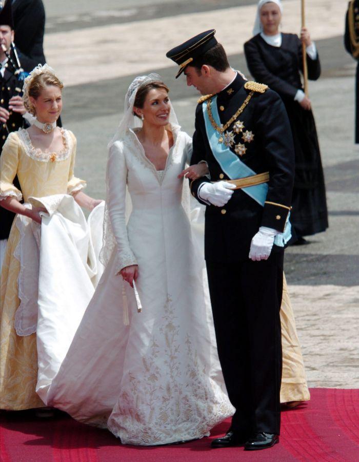 vestir a una reina - el vestido de novia que pertegaz creó para la