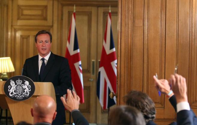 El primer ministro británico, David Cameron, responde a las preguntas...