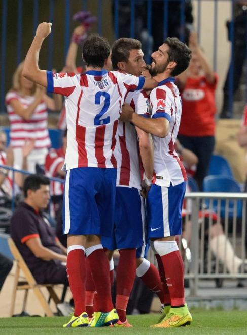 Los jugadores del Atlético celebran el gol de Mandzukic.
