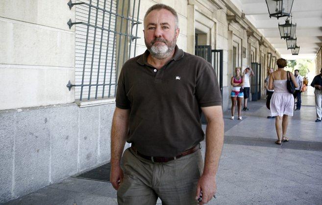 El ex alcalde socialista de Burguillos, José Juan López, en los...