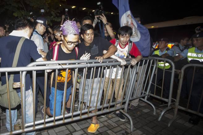 Opositores protestan  en el centro financiero de Hong Kong.