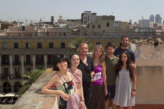 El equipo de Impact Hub Barcelona en la terraza de su espacio en la...