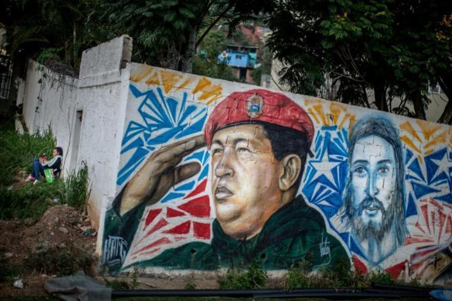Pared con un grafiti del fallecido Hugo Chávez en el sector 23 de...