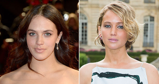 Jessica Brown Findlay y Jennifer Lawrence.