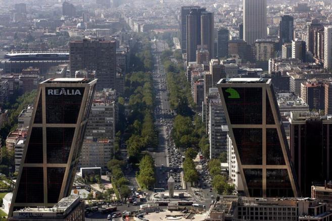 Vista aérea de las Torres Kio de Madrid.