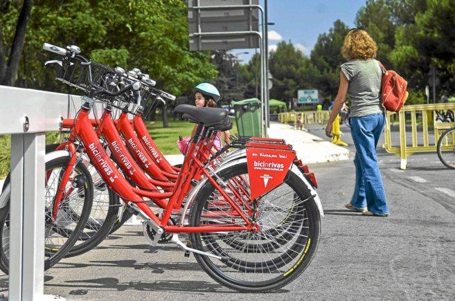 Aparcamiento de bicis de alquiler municipales en Rivas Vaciamadrid.