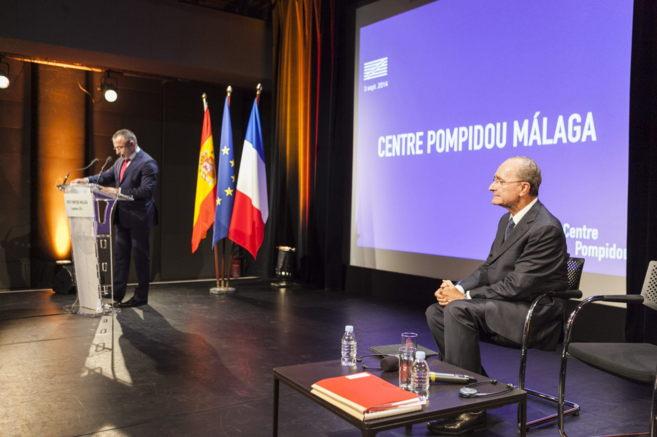 El presidente del Pompidou, Alain Seban, interviene bajo la mirada del...