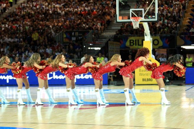 El equipo de Cheerleaders en el BEC.