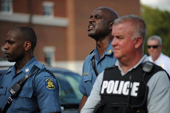 Agentes de policía en Ferguson, durante una protesta pacífica