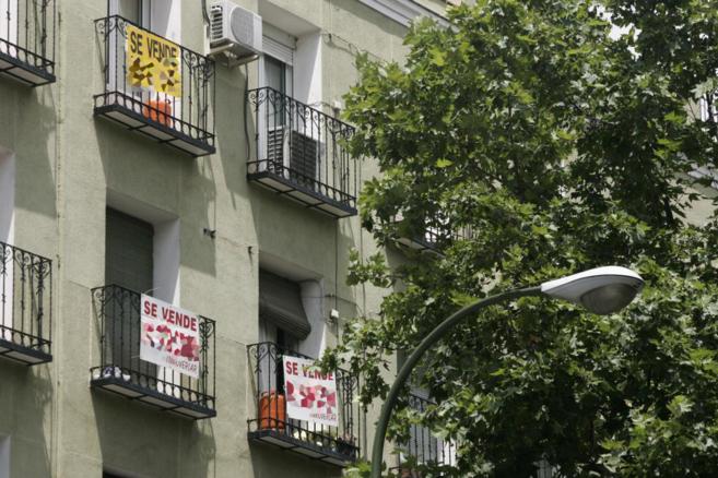 Imagen de archivo de dos pisos en venta en un edificio de Madrid.