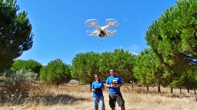 José Fernández y Maria del Mar Rodríguez realizan un vuelo con un...