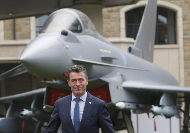 El secretario general de la OTAN, Anders Fogh Rasmussen, se dirige a...