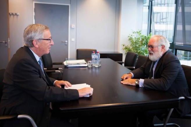 Jean-Claude Juncker junto a Miguel Arias Cañete en Bruselas.