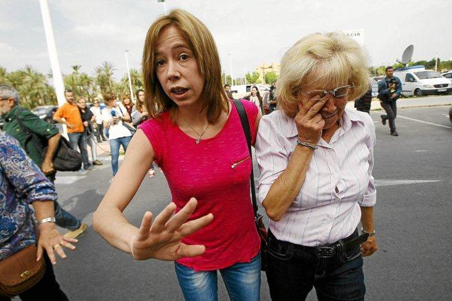 María del Carmen (d) y su hija Verónica (i), antes de que se les...